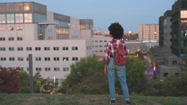 rear view of young woman with backpack enjoying view to the city - 20 24 years stock videos & royalty-free footage