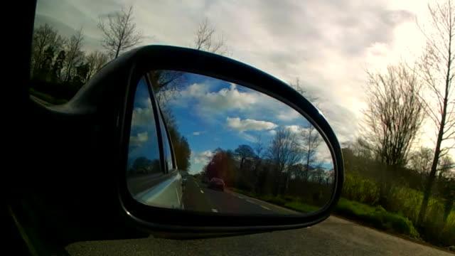 vídeos y material grabado en eventos de stock de rearview mirror - car trip - retrovisor exterior