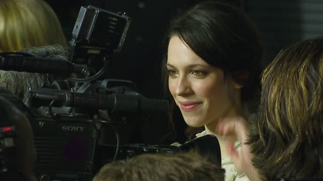 rebecca hall at the 'starter for 10' los angeles premiere at arclight cinemas in hollywood california on february 6 2007 - arclight cinemas hollywood 個影片檔及 b 捲影像