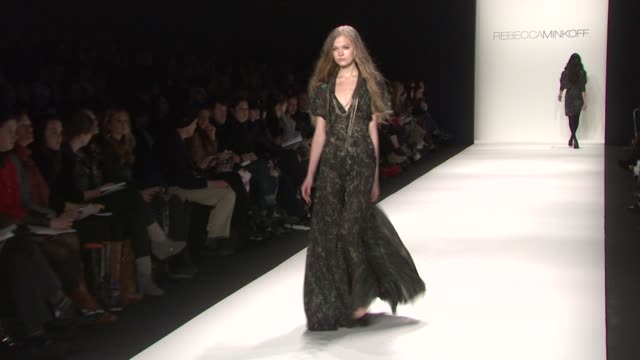 rebecca minkoff - mercedes benz fashion week fall 2011, new york, ny, united states, 02/11/11. - ミシェル・トラクテンバーグ点の映像素材/bロール