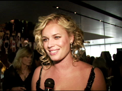 stockvideo's en b-roll-footage met rebecca romijn wearing prada on how her first nice bag and first expensive bag when she started making money was the prada backpack how prada works... - rebecca romijn