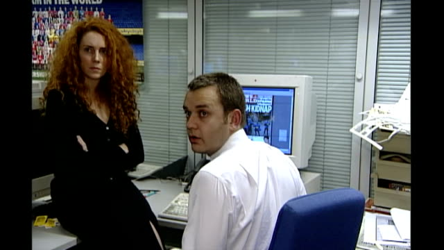 rebekah brooks pleads not guilty to phone hacking charges r03110201 3112002 int andy coulson and brooks sitting at computer with headline 'posh... - andy coulson stock videos & royalty-free footage