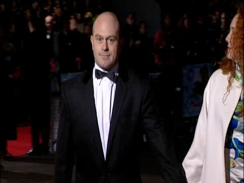 rebekah wade and husband ross kemp at a film premiere london 2002 - レベッカ ブルックス点の映像素材/bロール
