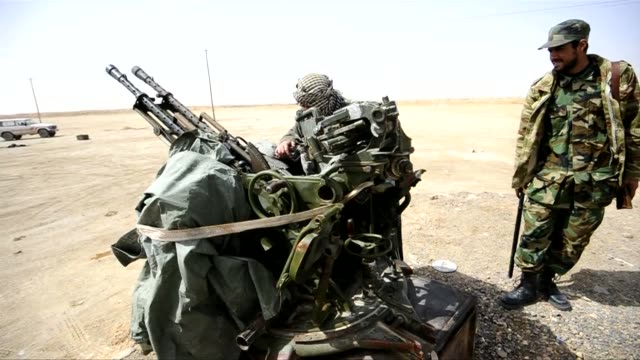 rebel forces in eastern libya man antiaircraft machine guns in anticipation of air attacks from troops loyal to moamer kadhafi as they fear the... - libyan civil war stock videos & royalty-free footage