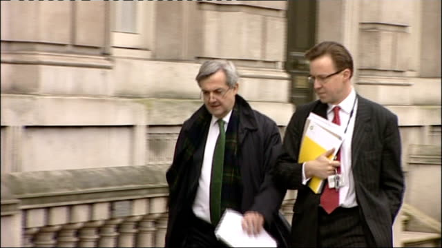 cameron apologises for british evacuation debacle england london liam fox mp and others arriving for cobra emergency committee meeting chris huhne mp... - クリス ヒューン点の映像素材/bロール