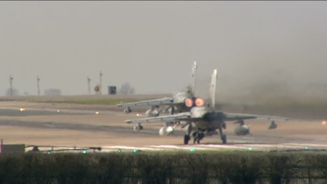 vídeos de stock, filmes e b-roll de nato role discussed by barack obama and david cameron england norfolk raf marham ext general views of raf tornado jet fighters taxiing on runway... - líbia