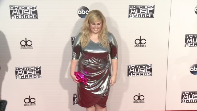 rebel wilson at 2015 american music awards arrivals in los angeles ca - american music awards stock videos & royalty-free footage