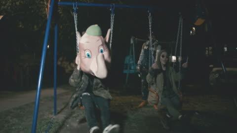 vídeos y material grabado en eventos de stock de rebellious young people riding swings at night - resistencia