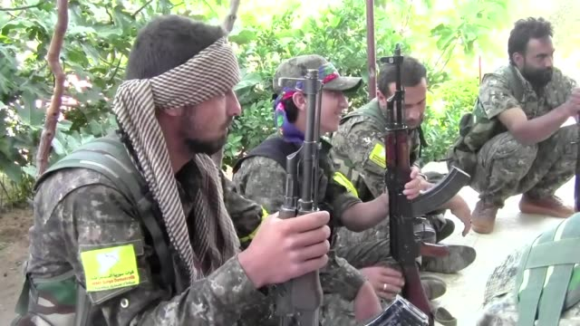 rebels christian militiamen local fighters a cluster of syrian arabs united by their hatred for the islamic state group have cast their lot with... - kurdischer abstammung stock-videos und b-roll-filmmaterial