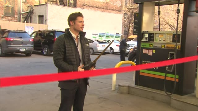 vídeos de stock, filmes e b-roll de tnt rebranded a gas station at 466 10th avenue in manhattan as an ewing energies gas station giving away gas for $198 a gallon for one day as a... - cortando fita