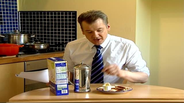 rebroadcast of tony hancock egg advertisement blocked; reporter to camera - トニー ハンコック点の映像素材/bロール
