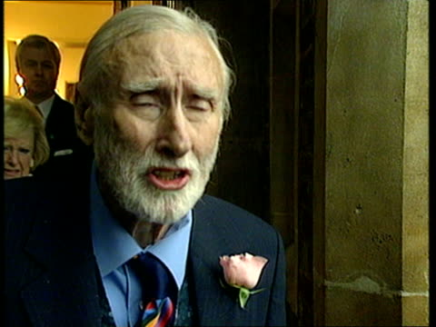 receives honorary knighthood; pool ext spike milligan towards as leaving palace spike milligan press conference sot - yes i have i also enjoyed... - spike milligan stock videos & royalty-free footage