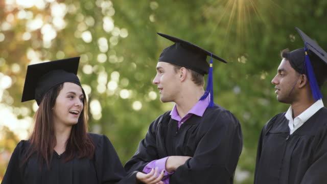 stockvideo's en b-roll-footage met diploma's ontvangen - slagen school