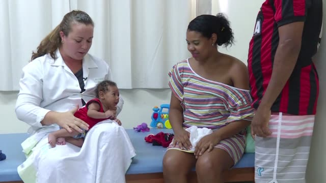 recent report says 533 cases of babies born with microcephaly or abnormally small heads have been counted between october 2015 and january 2016 in... - virus zika video stock e b–roll