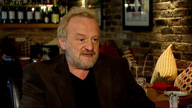 vídeos y material grabado en eventos de stock de antony worrall thompson forced to close four restaurants; england: henley on thames: int set-up shots of antony worrall thompson picking out bottle... - libro cerrado