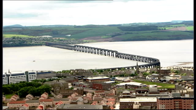 vídeos y material grabado en eventos de stock de council offers 100 percent mortgages on its properties; scotland: dundee: ext city of dundee seen from above, clydesdale bank, royal bank of scotland... - dundee escocia