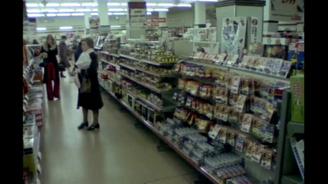 vídeos de stock, filmes e b-roll de woolworths and mfi go into administration 1970s footage customers along in woolworths store - woolworths