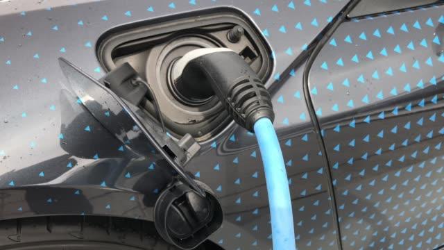 stockvideo's en b-roll-footage met opladen batterij in elektrische auto - hybride voertuig