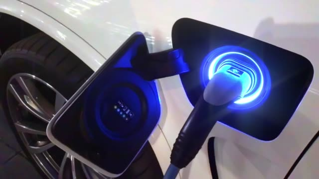 recharging battery in electric car - electric car stock videos & royalty-free footage