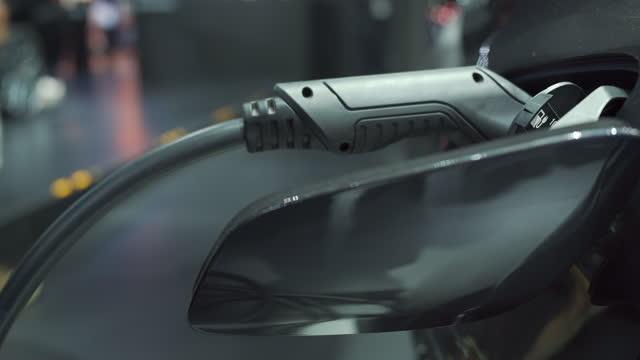 vídeos y material grabado en eventos de stock de recarga de batería en coche eléctrico. - coche eléctrico coche alternativo