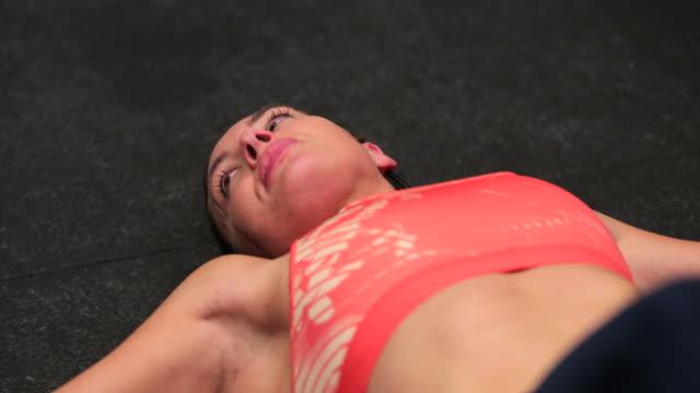 vídeos de stock e filmes b-roll de reclining after a workout - cool