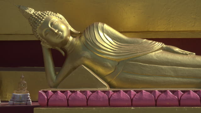 Reclining Buddha statue at Wat Phra Yai temple