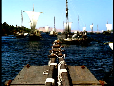 reconstruction of ancient egyptian boats sailing in harbour giza - historische nachstellung stock-videos und b-roll-filmmaterial
