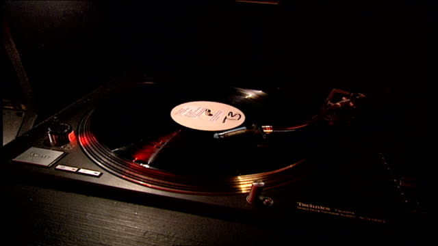 cu record spinning in london - stereo stock videos & royalty-free footage