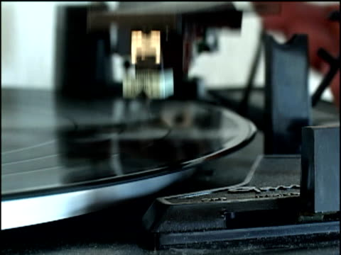 slo mo, cu, record spinning on turntable - unknown gender stock videos & royalty-free footage