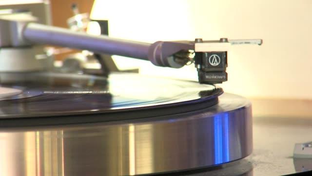 ktxl record store in sacramento - ミュージックショップ点の映像素材/bロール