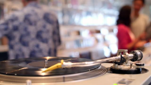 vídeos y material grabado en eventos de stock de 4k: tienda registro - tienda de discos