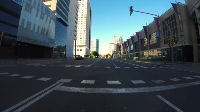 recording barcelona city streets with beautiful architecture landmarks from car point of view with motion in a sunny day and low traffic. - スペイン点の映像素材/bロール