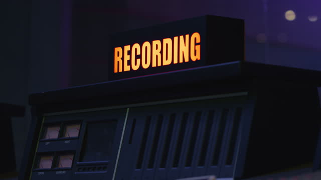 r/f recording sign turning on in the studio - fade in video transition stock videos & royalty-free footage