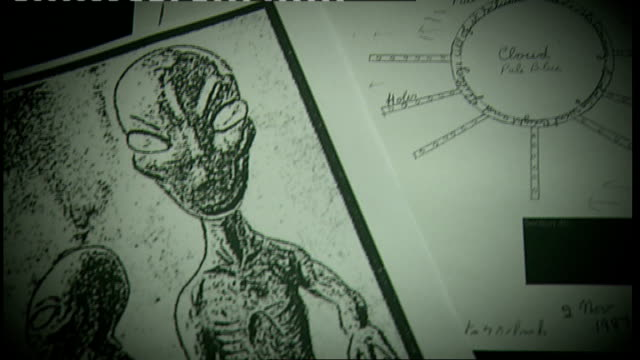 records of ufo sightings published by ministry of defence; england: london: int sketches aliens and ufos - ufo点の映像素材/bロール
