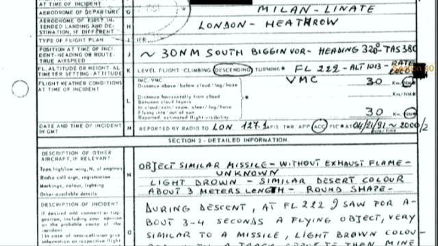 records of ufo sightings published by ministry of defence ministry of defence report on alitalia pilot ufo sighting ext nick pope interview sot - avvistamenti vip video stock e b–roll