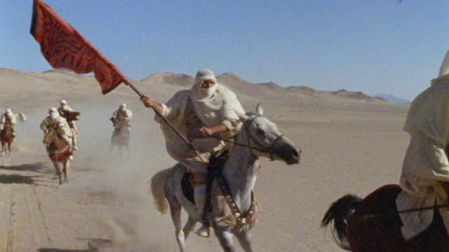 vídeos y material grabado en eventos de stock de slo mo, cu, re-creation, africa, tuareg troops running through desert - caballería