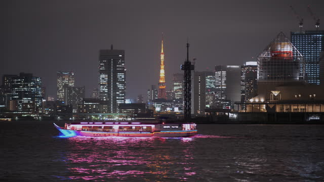 recreation boat passing by the tokyo skyline with tokyo tower over the tokyo bay - minato ward stock videos & royalty-free footage