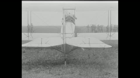 vídeos y material grabado en eventos de stock de recruit starts a biplane motor by pulling down on a propeller / two shots of the maneuvering of the planes rear rudder and flaps / two shots of... - motor eléctrico