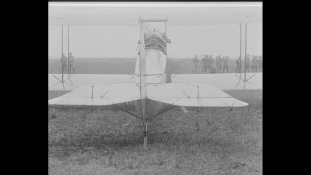 vídeos y material grabado en eventos de stock de a recruit starts a biplane motor by pulling down on a propeller / two shots of the maneuvering of the planes rear rudder and flaps / two shots of... - hélice pieza de máquina