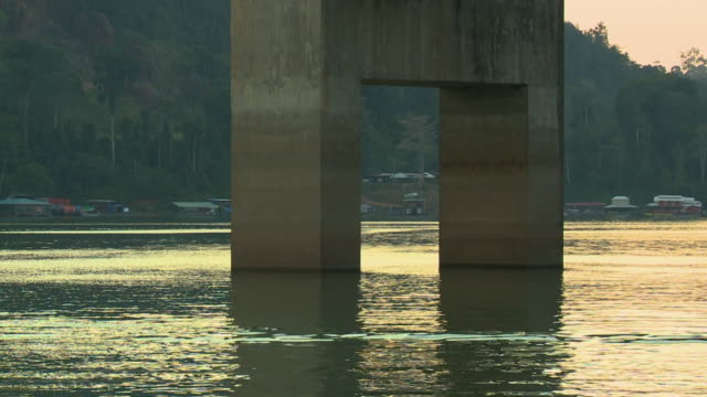 rectangular bridge piers, lake temenggor, kl - rechteck stock-videos und b-roll-filmmaterial