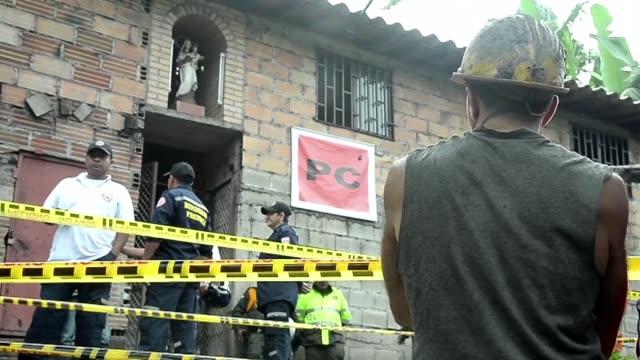vídeos y material grabado en eventos de stock de recuperar los cuerpos de los 12 trabajadores atrapados en una mina en carbon en el noroeste de colombia puede llevar tres dias informaron este... - llevar