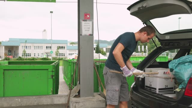 stockvideo's en b-roll-footage met recycle dag - afvalverwerking
