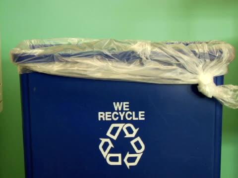 vídeos y material grabado en eventos de stock de ms, recycling bin - escritura occidental
