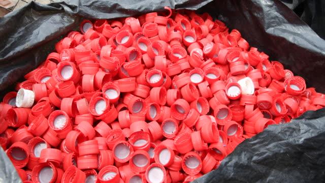 vídeos de stock e filmes b-roll de recycling in harare - saco de lixo