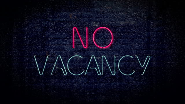 stockvideo's en b-roll-footage met red and blue no vacancy flashing neon sign - vol fysieke beschrijving