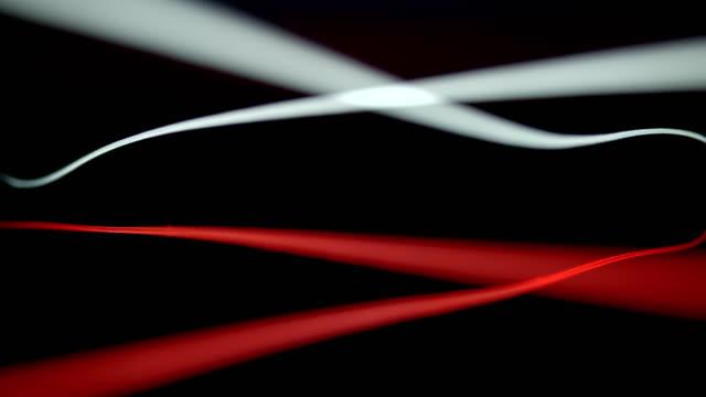 vidéos et rushes de slo mo ld fibres rouges et blanches se balançant tandis que mis dans le sens croisé - câble