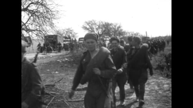vídeos de stock, filmes e b-roll de [red army footage of vienna offensive of world war ii, with vo music throughout] vs convoy of soviet military trucks, soldiers on foot, red army... - indo em direção