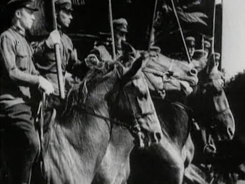 vidéos et rushes de red army horse troops on move - armée rouge
