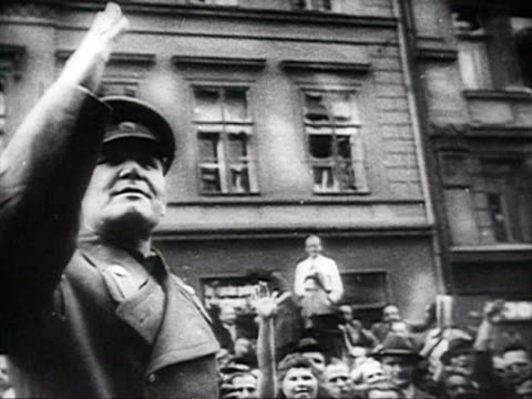 red army tanks and soldiers welcoming by cheering crowd audio / prague, zechoslovakia - 1944 bildbanksvideor och videomaterial från bakom kulisserna