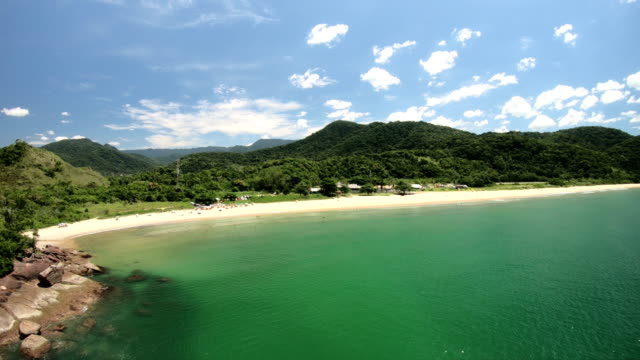 red beach, ubatuba-brazil - küste stock-videos und b-roll-filmmaterial